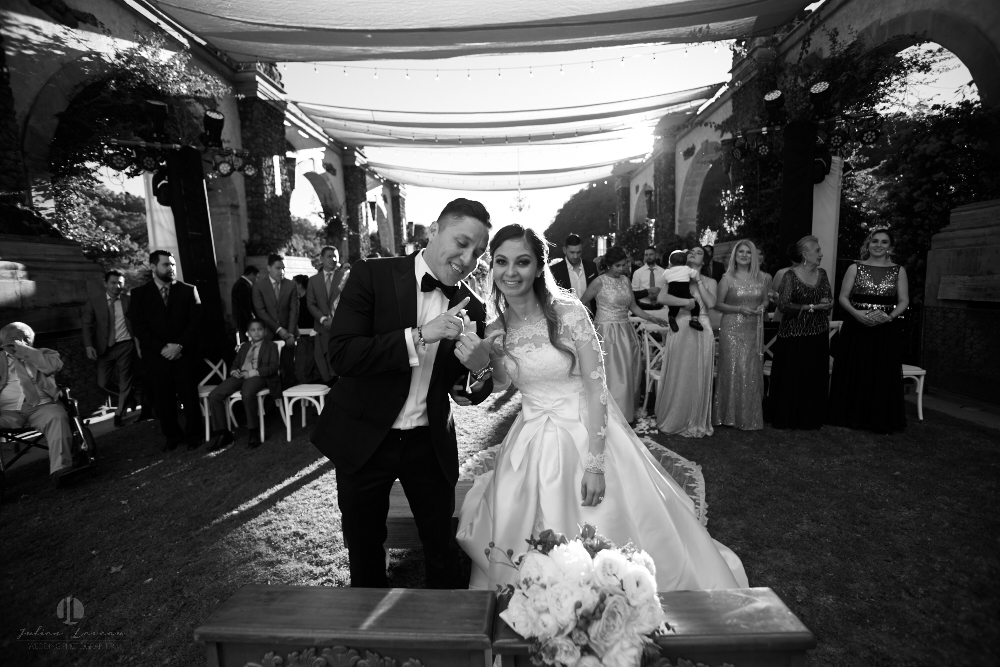 Professional Photographer – Romantic wedding at Sierra Lago, Jalisco, Mexico - recently married couple