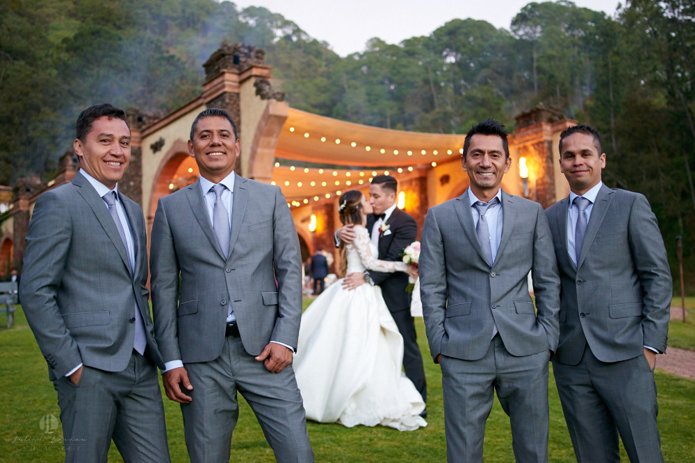 Professional Photographer – Romantic wedding at Sierra Lago, Jalisco, Mexico - couple and friends