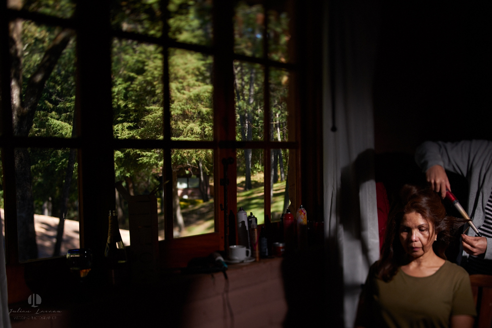 Professional Photographer – Romantic wedding at Sierra Lago, Jalisco, Mexico - getting ready by the forest