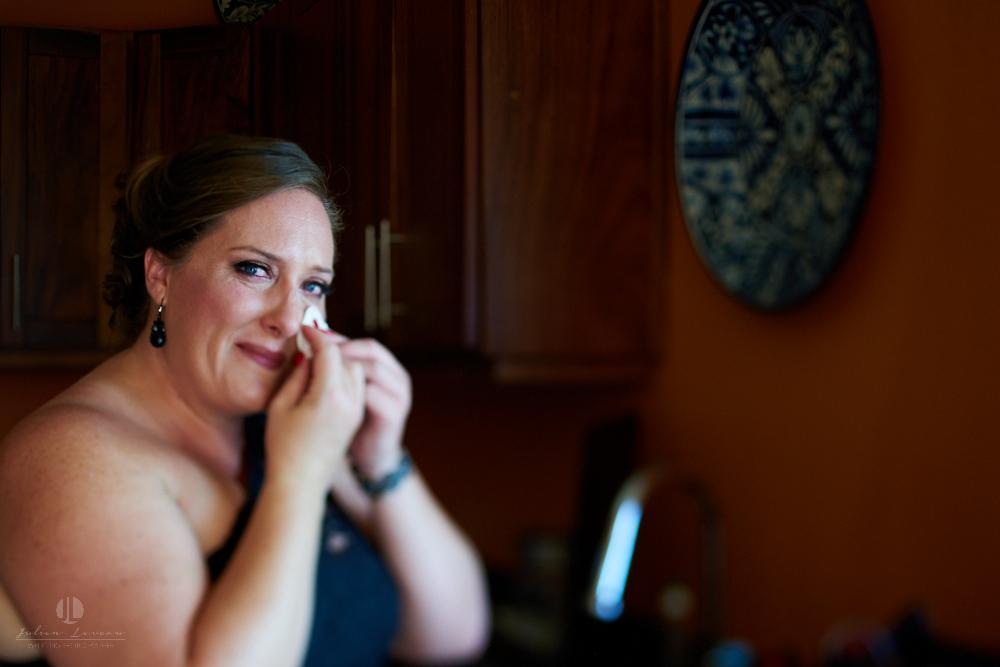 Professional Photographer in Sayulita, Nayarit - Destination Wedding Mexico - Getting ready journalism tears
