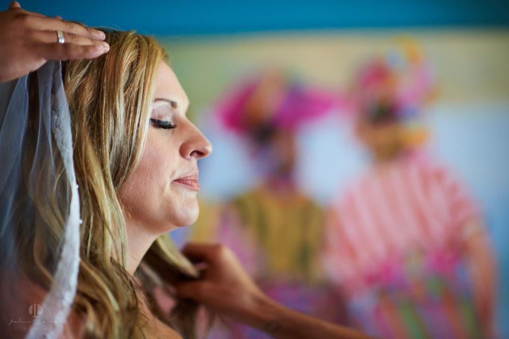 Professional Photographer in Sayulita, Nayarit - Destination Mexico - Getting ready Photo-journalism bride