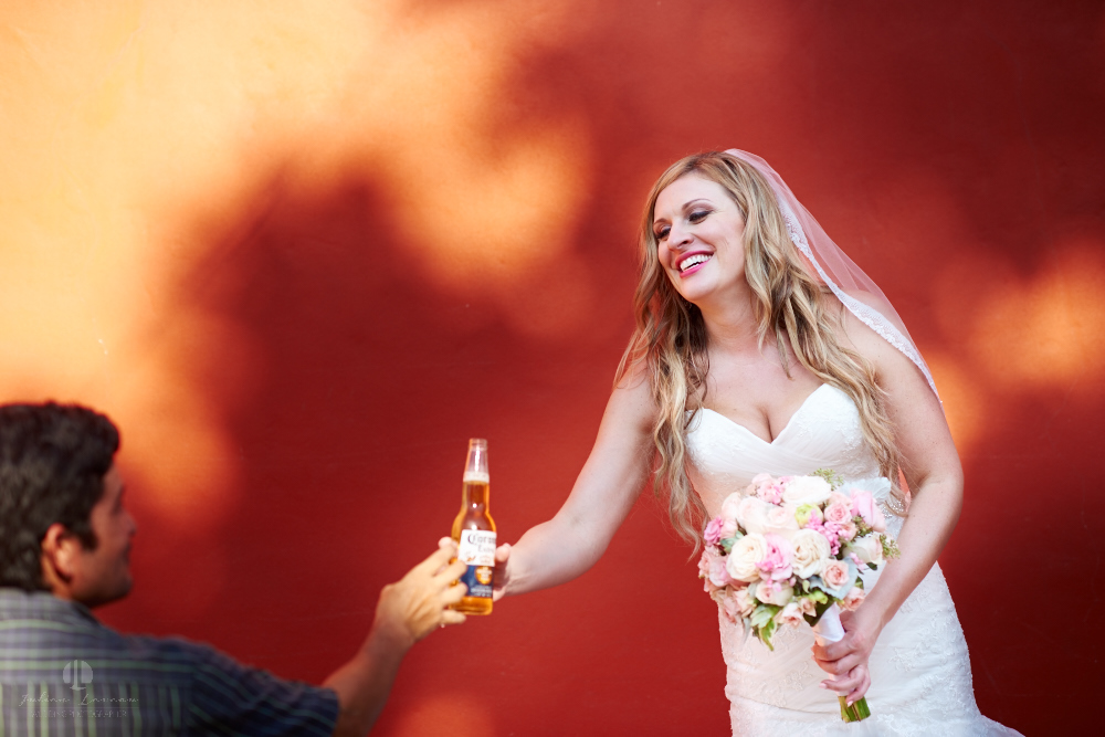 Professional Photographer in Sayulita, Nayarit - Destination Wedding Mexico - bride drinking corona
