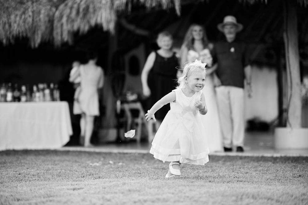 Professional Photographer in Sayulita, Nayarit - Destination Wedding Mexico - kid running