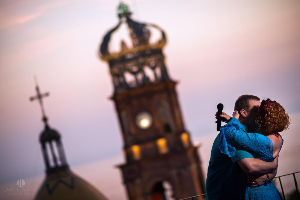 Professional wedding Photographer in Puerto Vallarta - Hacienda San Angel - photojournalism hug