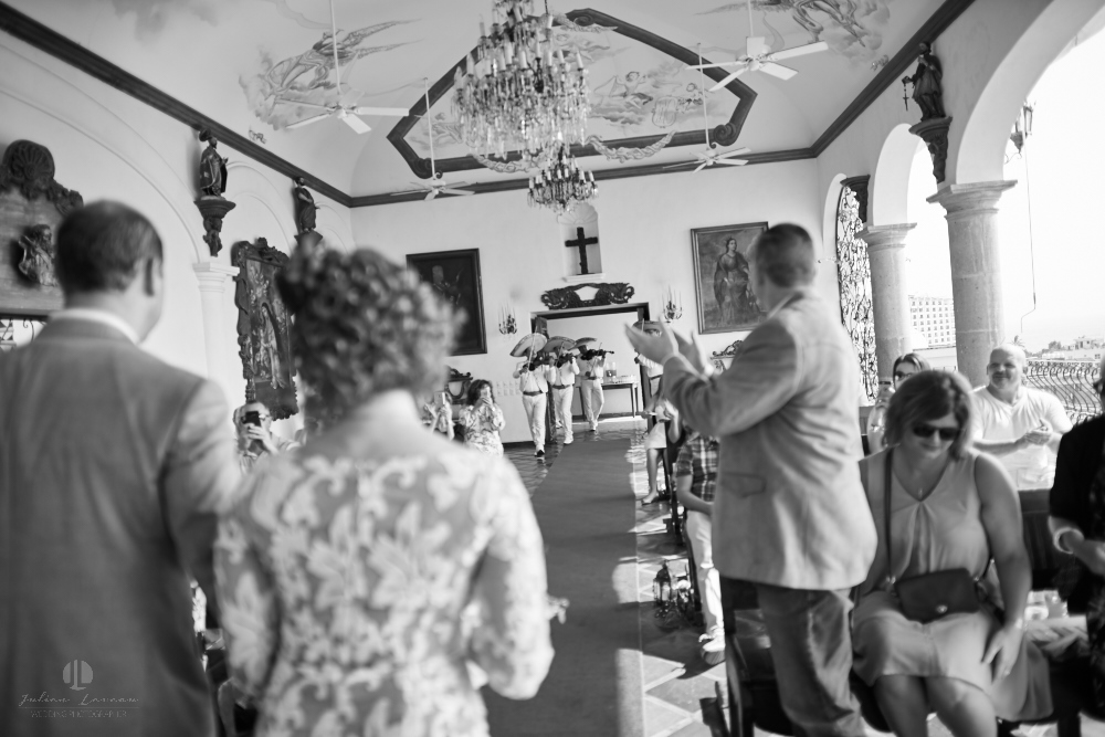 Professional wedding Photographer in Puerto Vallarta - Hacienda San Angel - recently married couple
