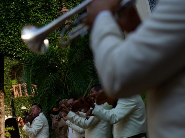 Professional wedding Photographer in Puerto Vallarta - Hacienda San Angel - mariachis band