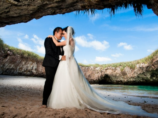 Photo session in Islas Marietas - Trash the dress